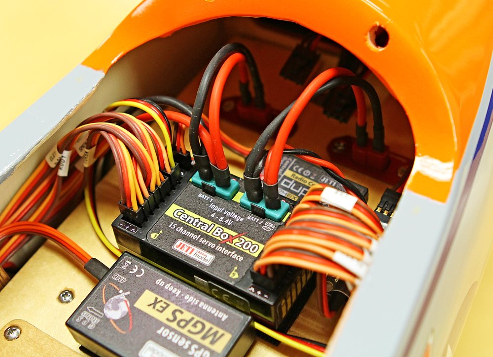 Jeti Central Box 200 Power Distribution Unit W  Magnetic Switch